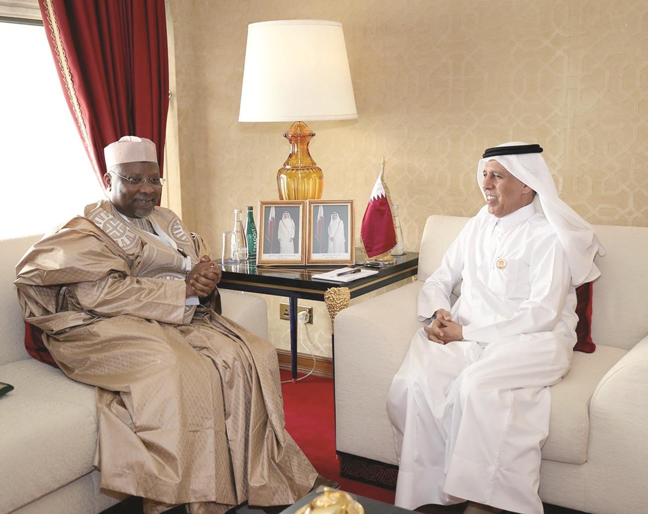 أمين عام الاتحاد يلتقي برئيس مجلس الشورى بدولة قطر