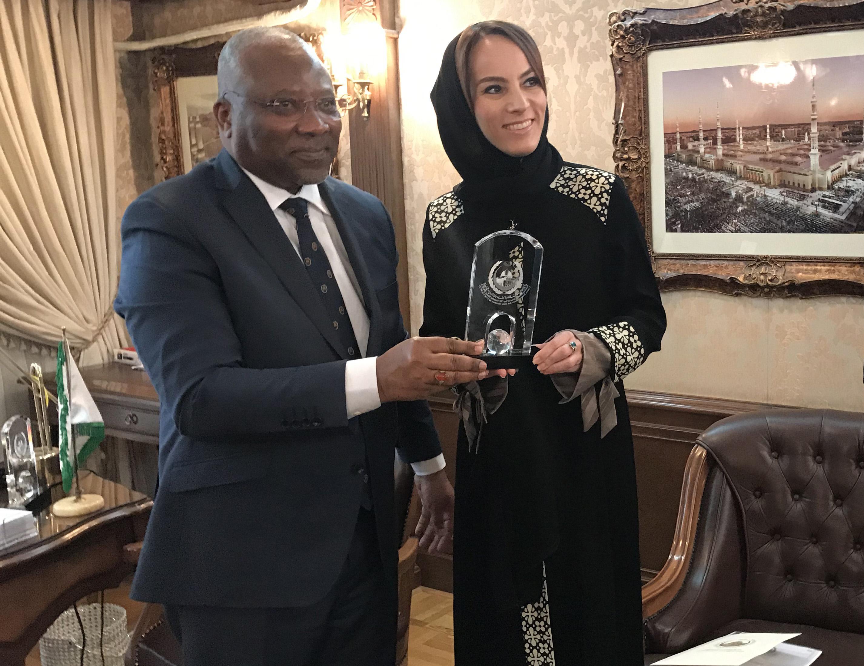 رئيسة الاتحاد البرلمانى الدولى تزور مقر الاتحاد فى طهران