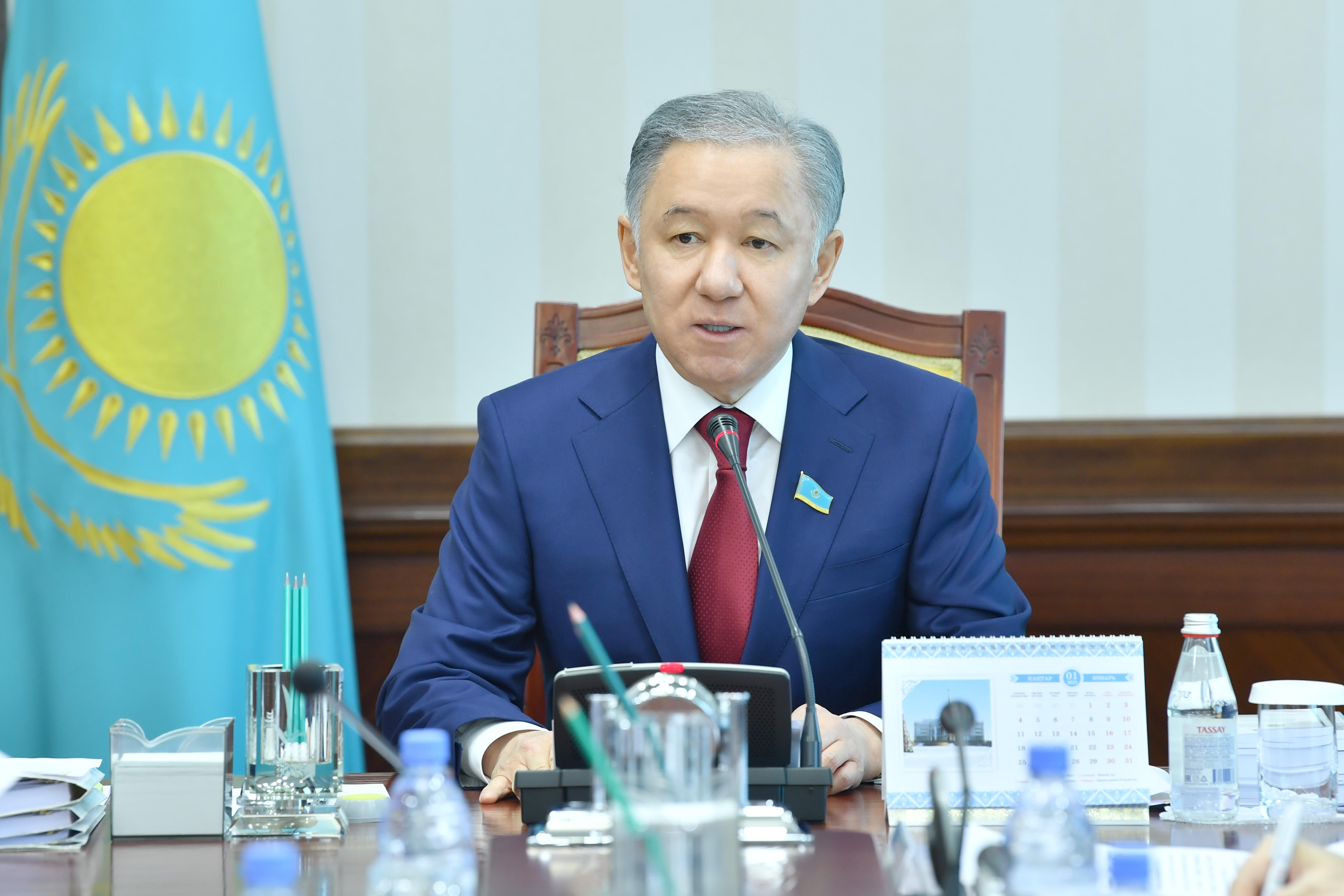 الأمين العام يهنئ رئيس برلمان كازاخستان